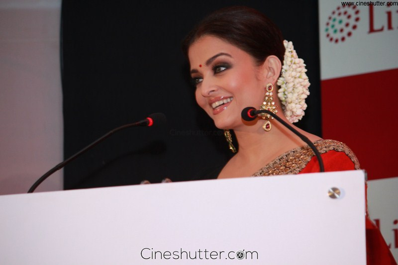 Aishwarya Rai At Life Cell Press Meet Chennai Photos (16)
